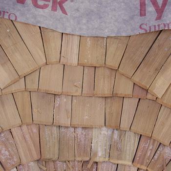 полагане на дървени керемиди