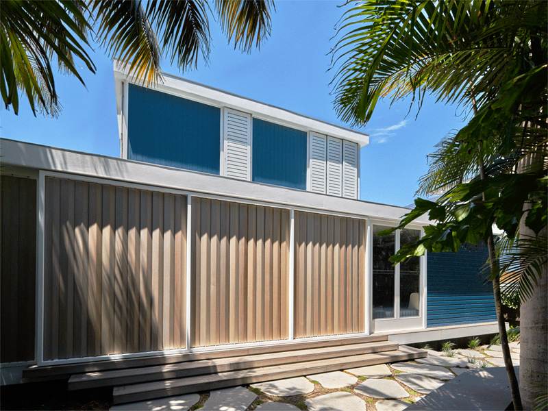 Luigi-Rosselli-Architects-Beach-House-On-Stilts-06-JA-GIF-800x600-1-800x600
