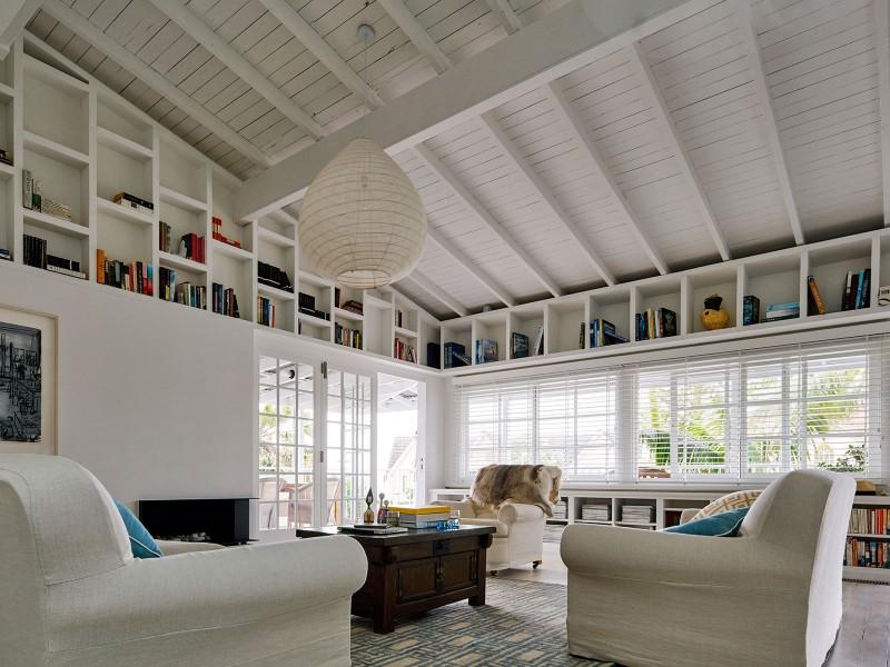 Luigi-Rosselli-Architects-Beach-House-On-Stilts-11-800x600