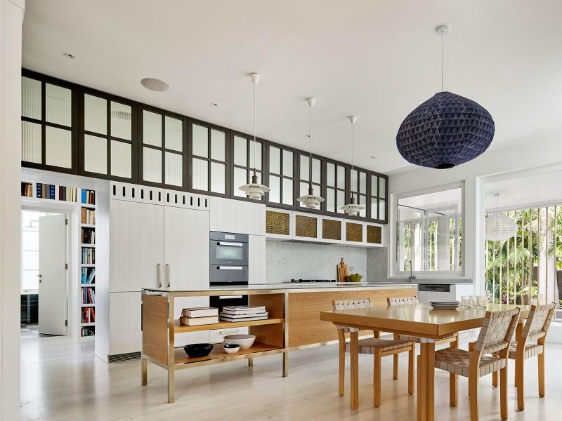 Luigi-Rosselli-Architects-Beach-House-On-Stilts-15-800x600